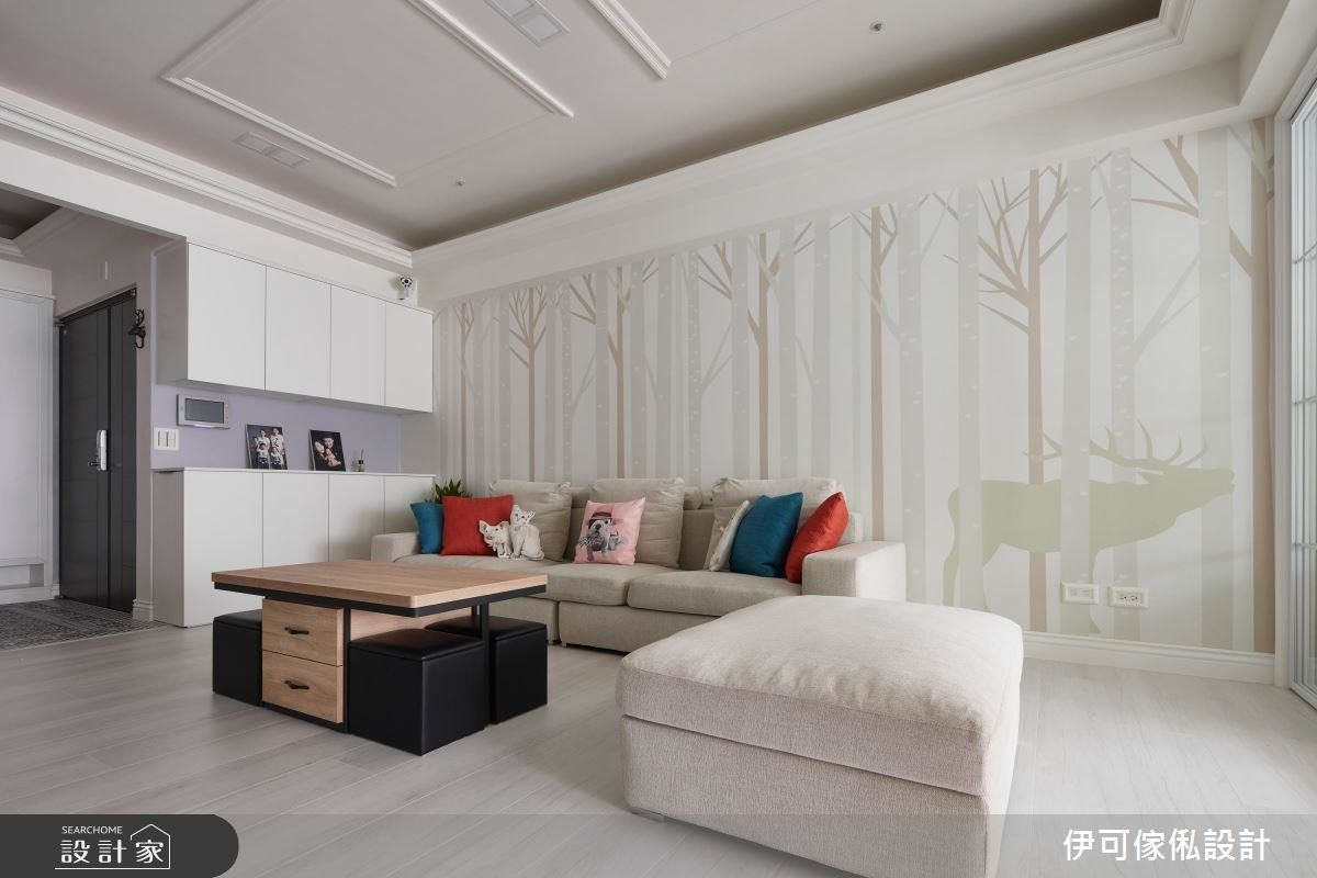 由於柯以柔想在客廳擺一組 L 型沙發,勢必會阻擋右側櫃門無法打開,因此設計師特製側拉 32 公分玄關櫃,讓孩子也可以學會收納。