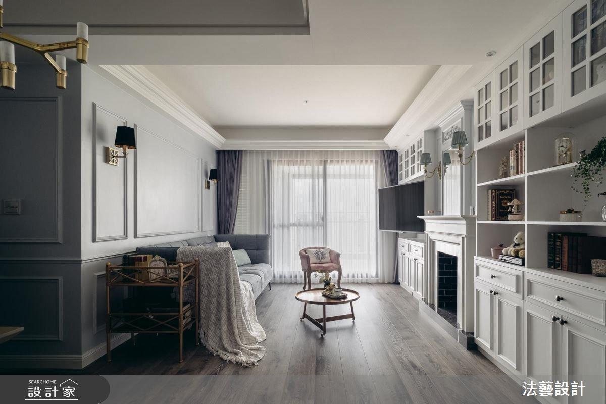 屋主喜愛經典美式的居家氛圍,設計師於客餐廳大量使用線板作描繪,搭配木質紋理的地坪,再以壁燈作點綴,每當窗外映入明亮天光,就能展現出恬靜淡雅的氣息。
