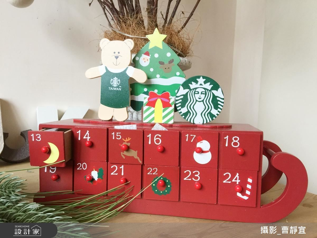 耶誕日曆軟糖,高質感的木頭櫃,每個都裝有不同風味的水果軟糖,一起倒數耶誕的到來。NT.1050