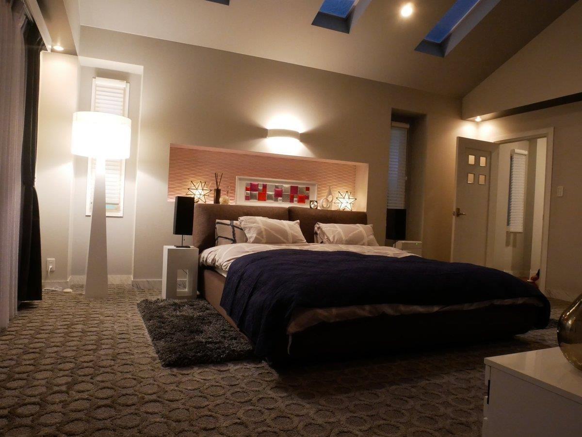 在缺少地暖設備的台灣,很適合在下床的地方加上床邊毯,讓冬日起床時,不會被冰冷的地面嚇到。圖片來源:【裏公式】日テレドラマ@スタッフの小部屋