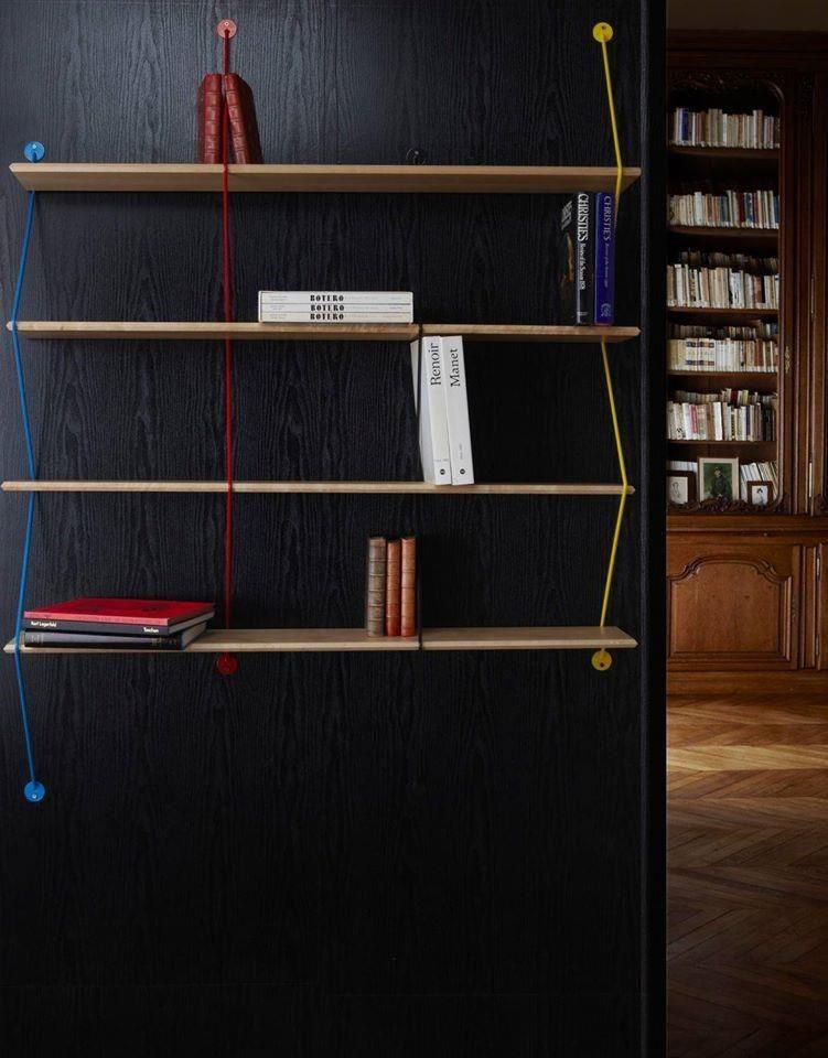 Climb 以簡單俐落的系統櫥架式設計,取代厚重的書櫃型式。
