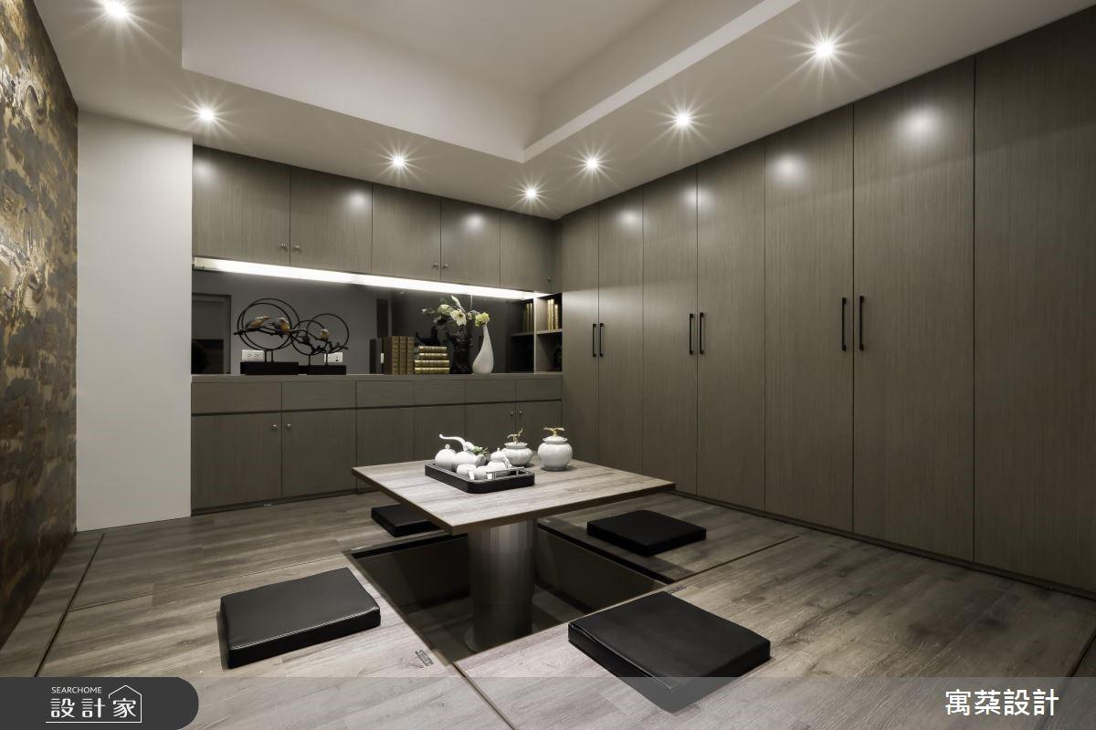 而在豪宅空間之中,也能利用畸零角落以隔間區隔,保持良好通風及採光,做為博弈娛樂間。