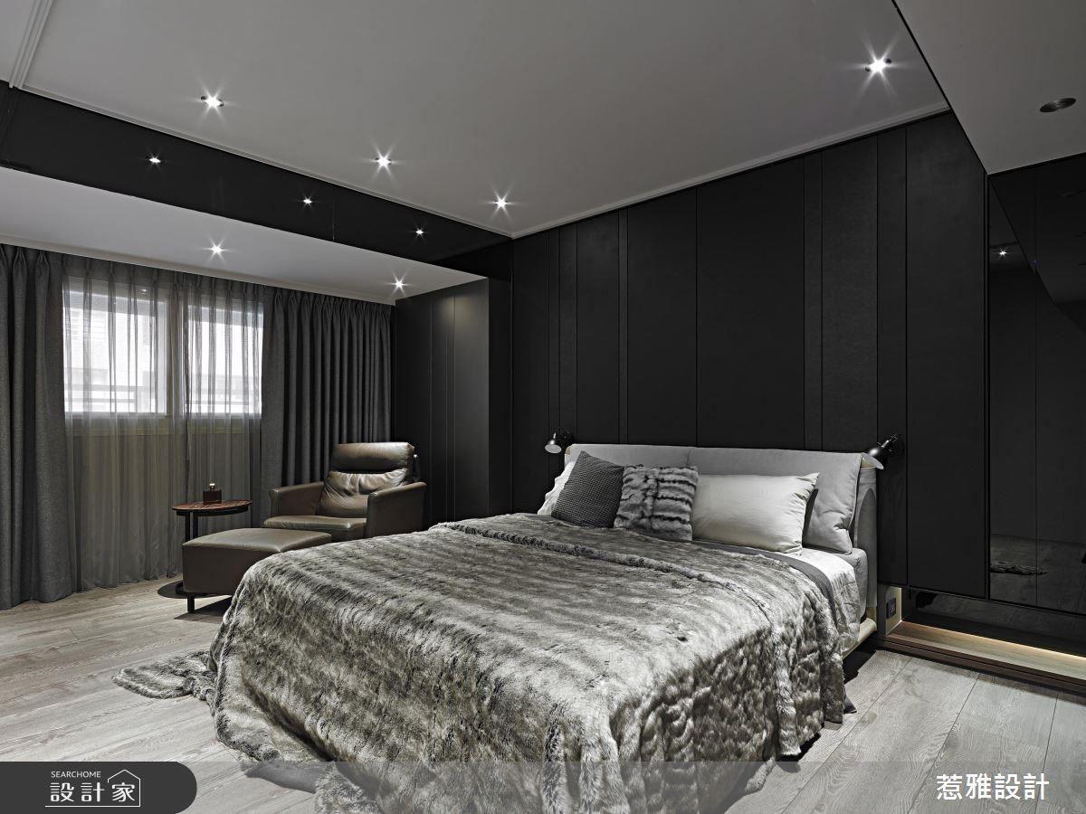 主臥室中以簡單留白的設計,給予居住者舒緩平靜的休憩空間。