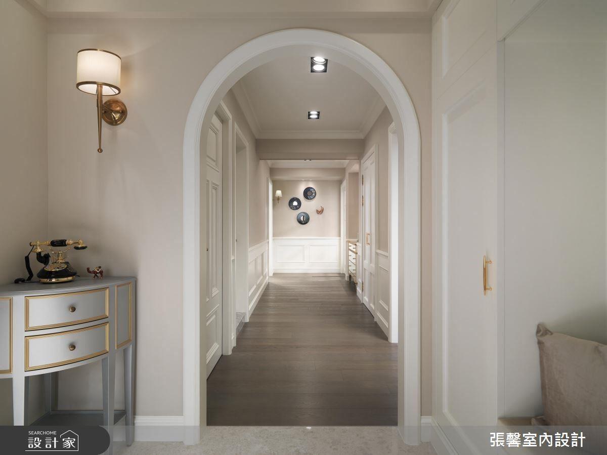 寬闊的玄關與廊道,讓你一進門走入拱門後,放下所有的疲憊,享受回家的舒適感。