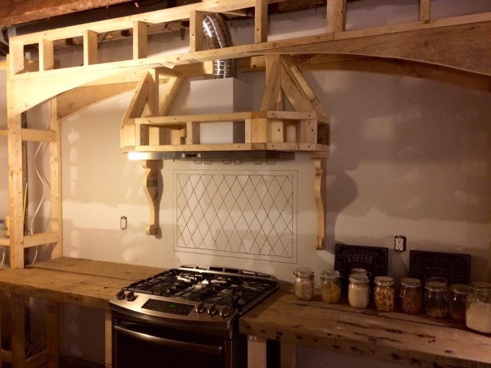 屋主DIY過程,先以麥克筆畫上磁磚想像一下完成的樣子。圖片提供_Anko Chiu