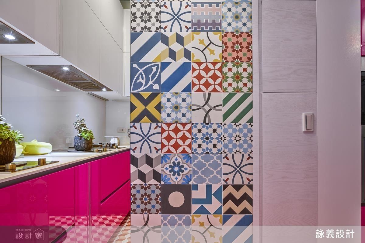 烹飪是屋主最熱愛的事情,選用桃紅色襯托女主人的熱情,也讓廚房有了活潑的色彩。