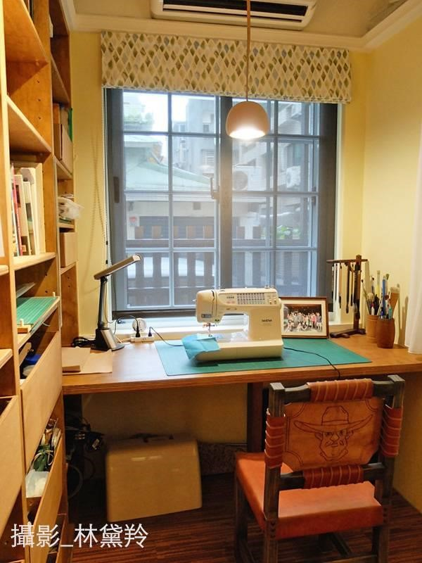 多才多藝的屋主,喜好書法、木雕、皮雕、金屬雕刻、皮革縫製等,由於喜好的項目很多,更需要獨立出來的空間,才不會影響到其他空間的使用機