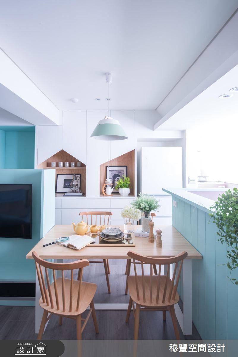 緊鄰廚房吧檯旁的餐桌設置,凝聚一家人的甜蜜用餐時光。