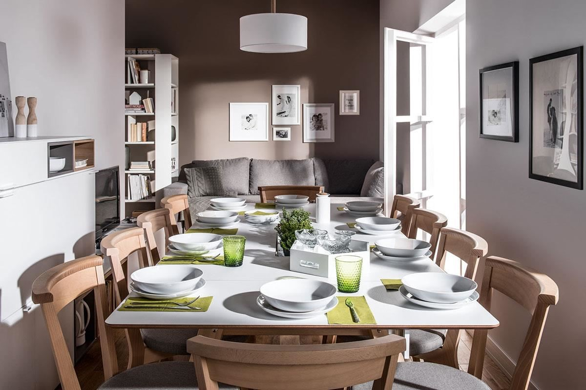4 YOU 這款多功能延展收納餐桌,最擅長解決現代住宅空間不足的困擾,可隨使用者的需要加長或縮短的桌面設計十分人性化,有了它,就算幾代人同堂共餐也不成問題,最適合舉辦聖誕趴的夜晚。