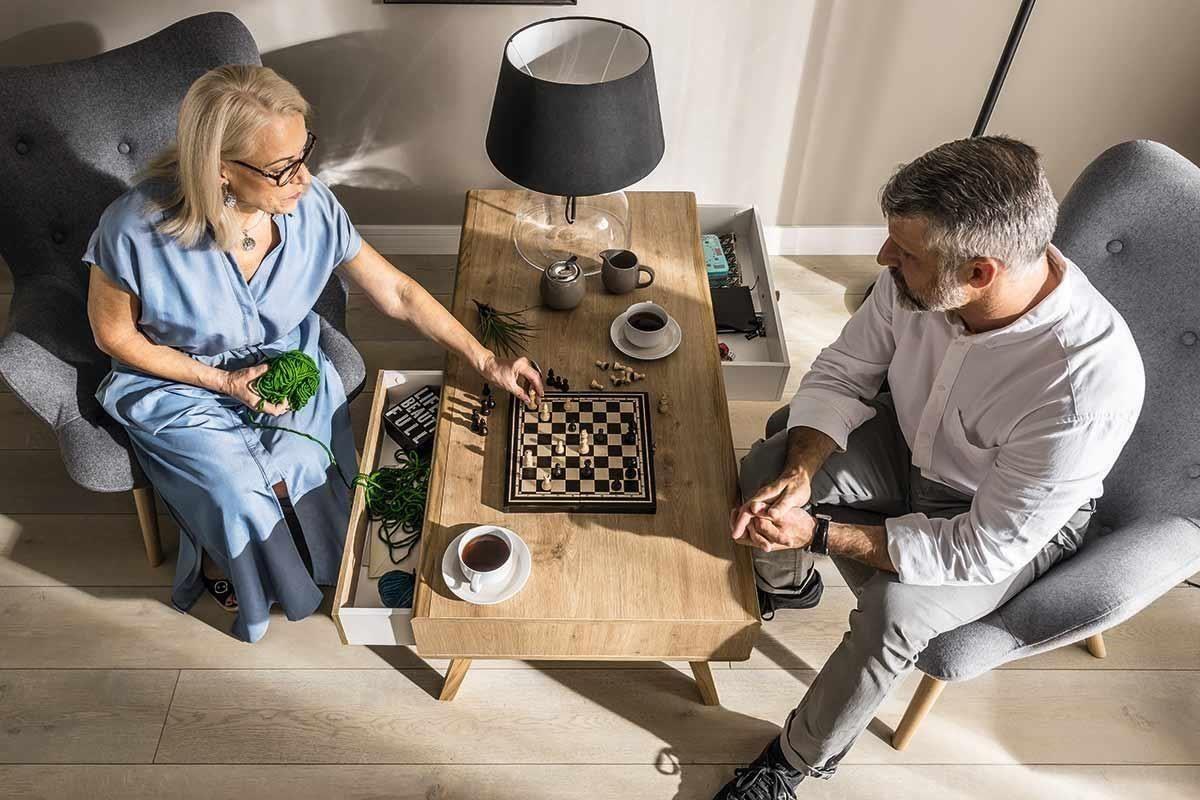 新品 NATURE 系列咖啡桌(茶几)外觀為長型款,桌面選用自然橡木紋色,除了坐落在客廳,也適合放在臥室、書房等休憩角落,享受另一半的溫暖陪伴。