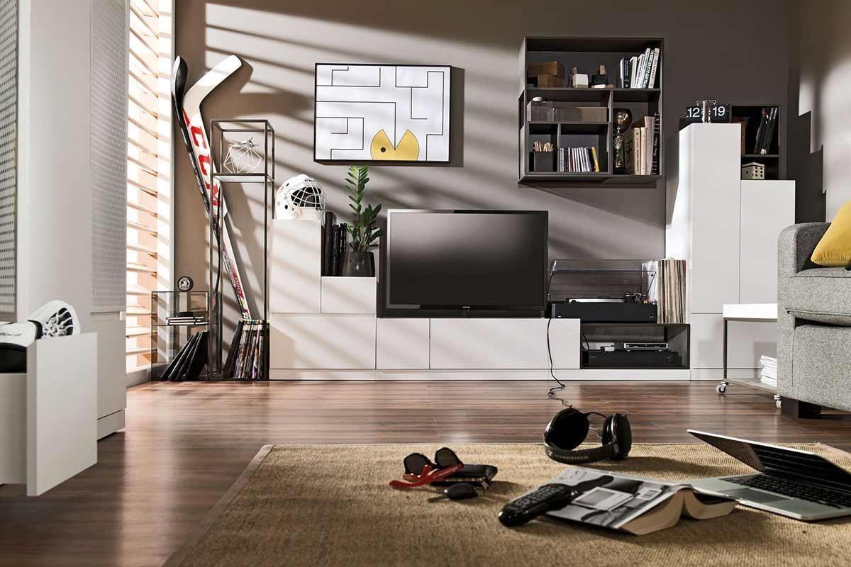 MUTO 系列特地將此款家具門板向上延伸成為護欄,置物安穩而不易掉落,抽屜面板以斜把手取代傳統五金,再也不怕行走時會磨蹭碰撞,為現代微型公寓提供最客製化的收納方案。