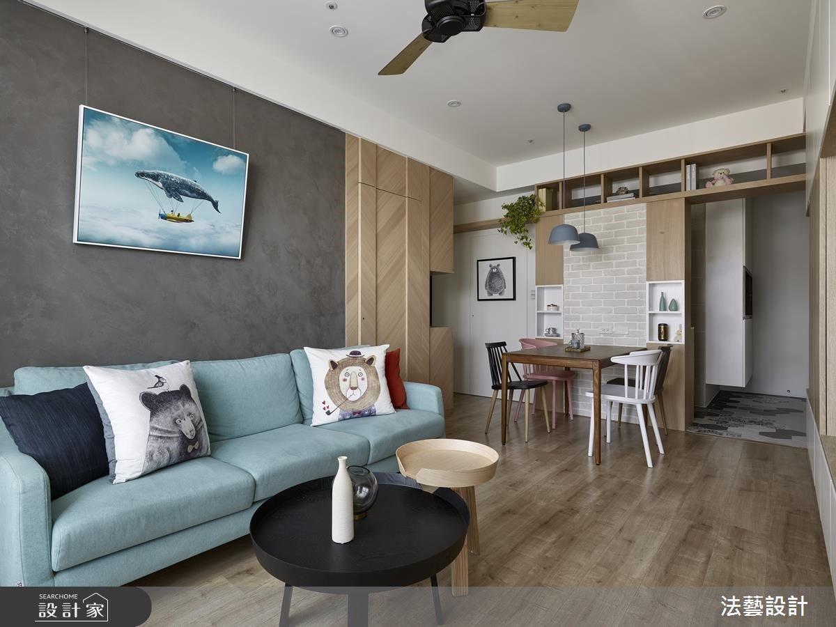 透過修改牆面與改變房門位置,讓出如今的餐廳,成功將一廳變為兩廳。