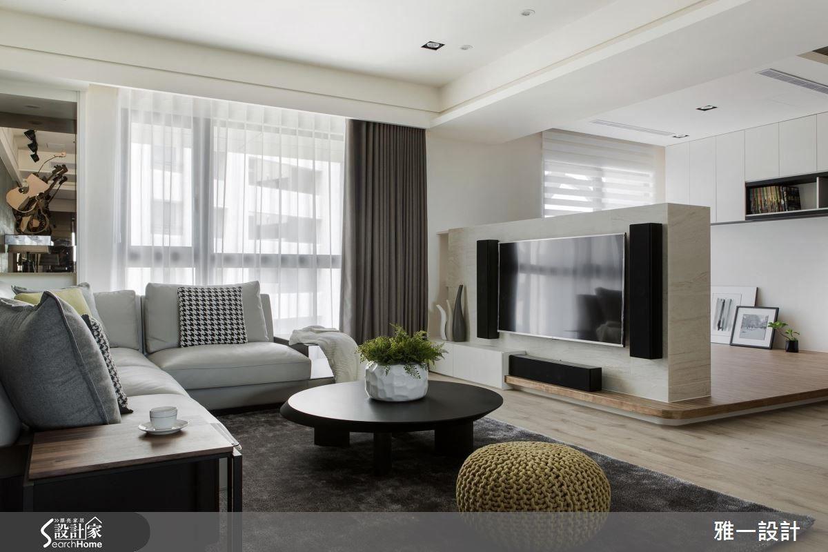 鏤空電視牆,成為客廳與開放式書房的分野,保有空間的通透感和延伸性。