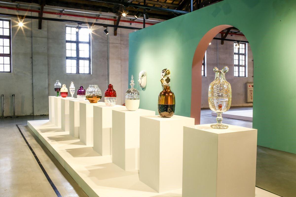 《巴卡拉水晶糖果罐組》 以水果為靈感,透過不同的水晶切割工法,展現在柔軟線療之中帶著些幽默感,使每個角色各有原創獨特的個性。現場展出的都是手工製作的真品,建議大家可以近距離欣賞工藝的設計細節。