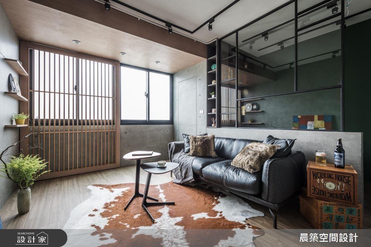 透過仿清水模的特殊漆與裸露天花,自然地帶出空間中的 Loft 質感,並藉由細節妝點出居家風格的況味。