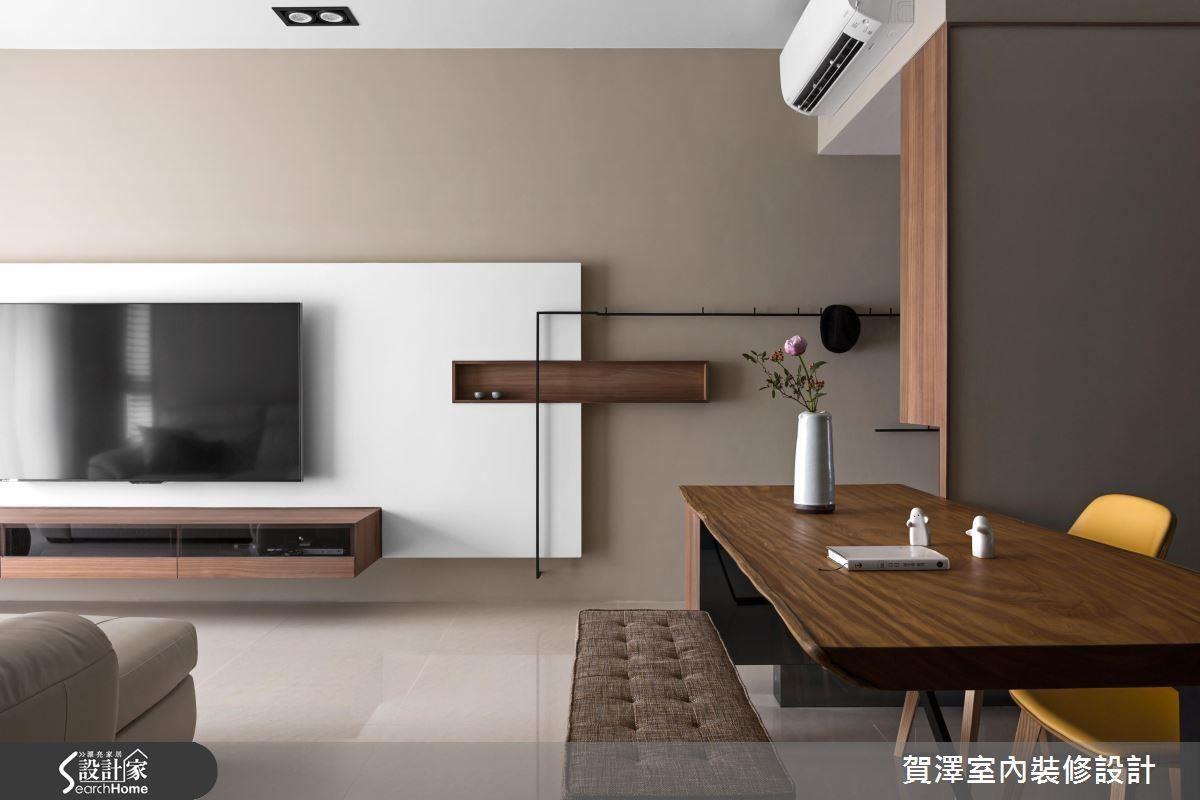 以長型幾何板塊牆面結合俐落鐵件設計,開闊空間視覺感受。