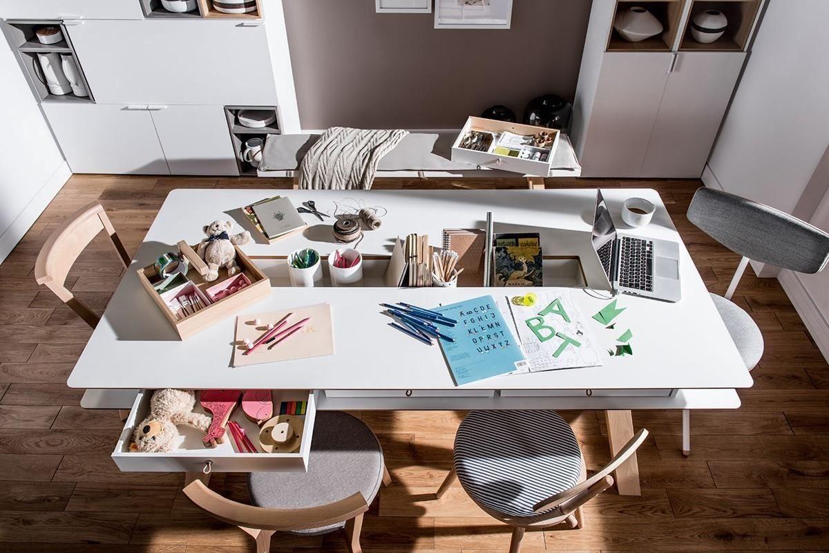 4 YOU 系列的這款多功能桌,不只是稱職的餐桌,也適合當作工作站或書房核心,中央特製的凹槽最適合收納餐具、文具等小物!