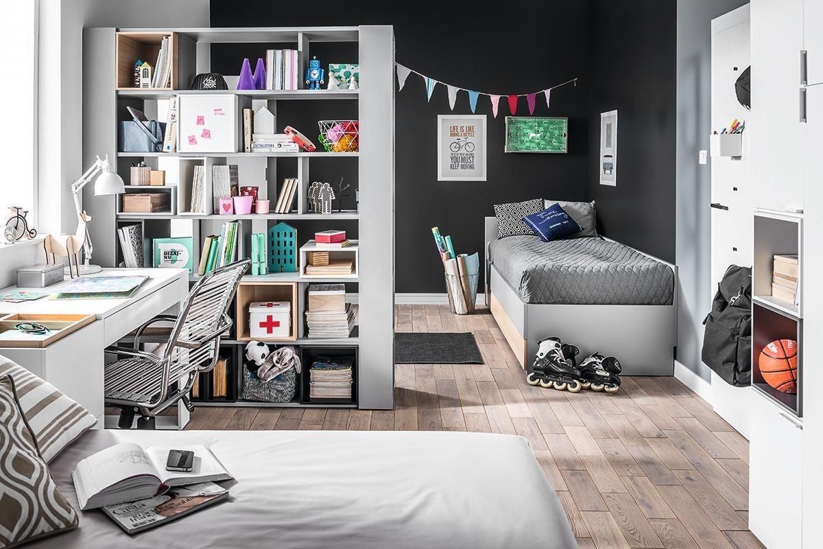 4 YOU 系列雙面書櫃的設計,可利用收納櫃方式取代隔間牆,將書桌與床鋪睡眠區劃分開來。