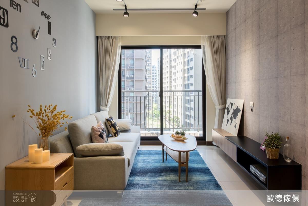 電視牆面使用清水模壁紙營造出工業風質感,現代又時尚。