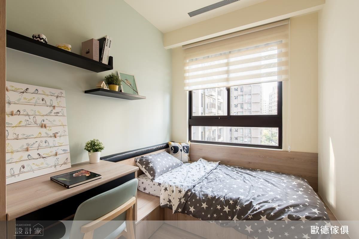 依比例量身規劃小孩房衣櫃、書桌、床架,並於床架下方增加收納功能。