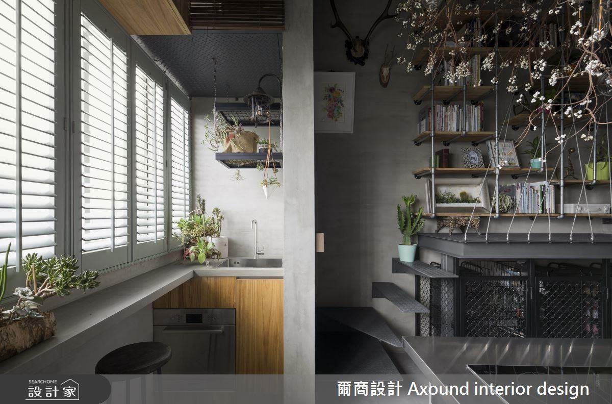 百葉窗規劃,讓採光可自由篩落但防止西晒問題,形成恰到好處的明亮氛圍。