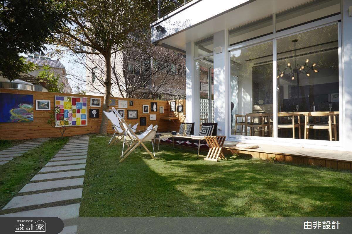 搭著 3 面採光外的綠草皮、大樹和躺椅,連吃飯都超悠閒!>> 點此看完整圖庫