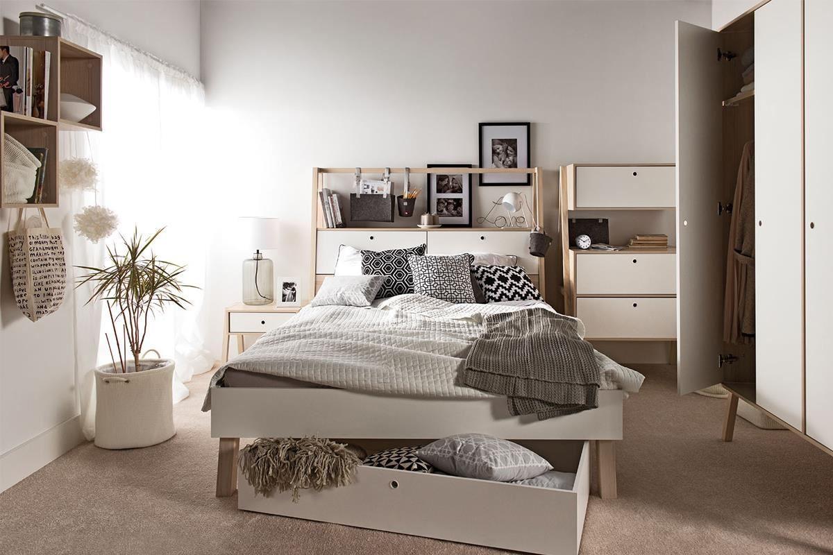 SPOT 系列雙人床組為高架設計,床板高度可依身高或床墊厚度兩段調整。無壓的淺原木搭配白色系有放鬆視覺的效果,一定會有良好的睡眠品質!