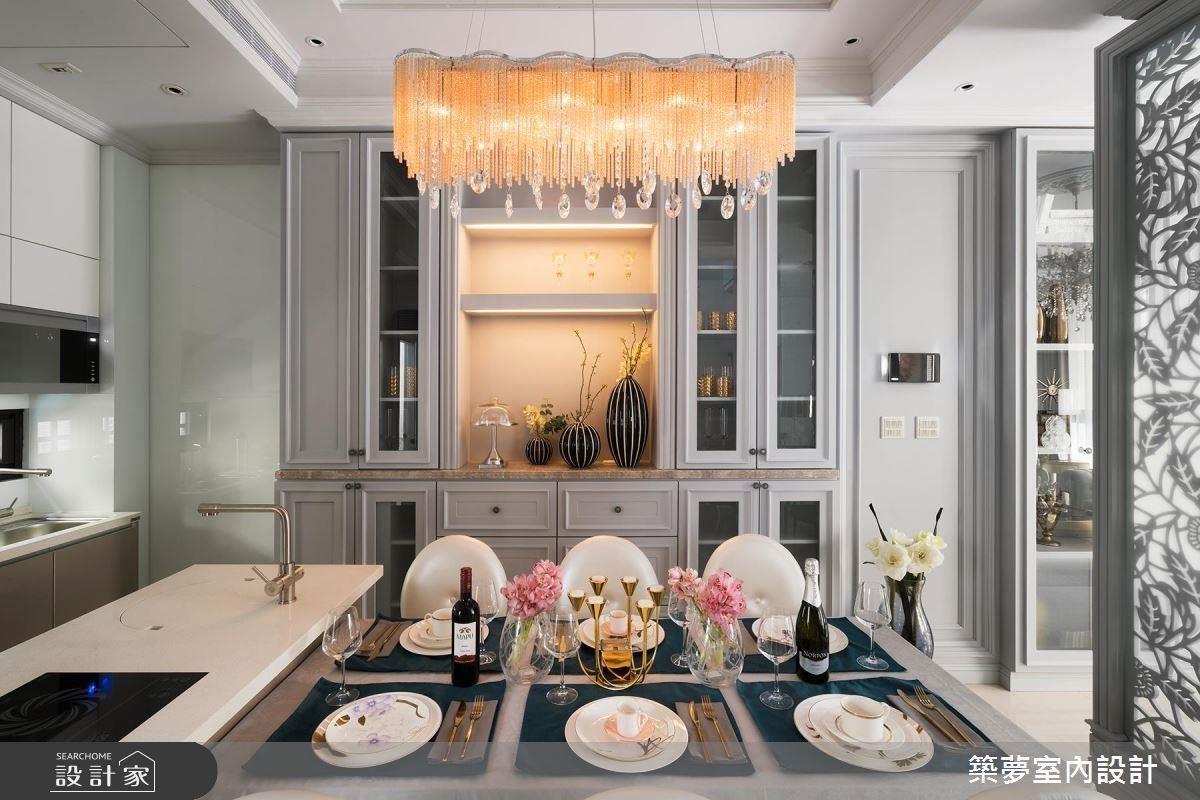 餐廚使用延續性餐櫃綿延並充分運用空間,給予妻子料理好品質。