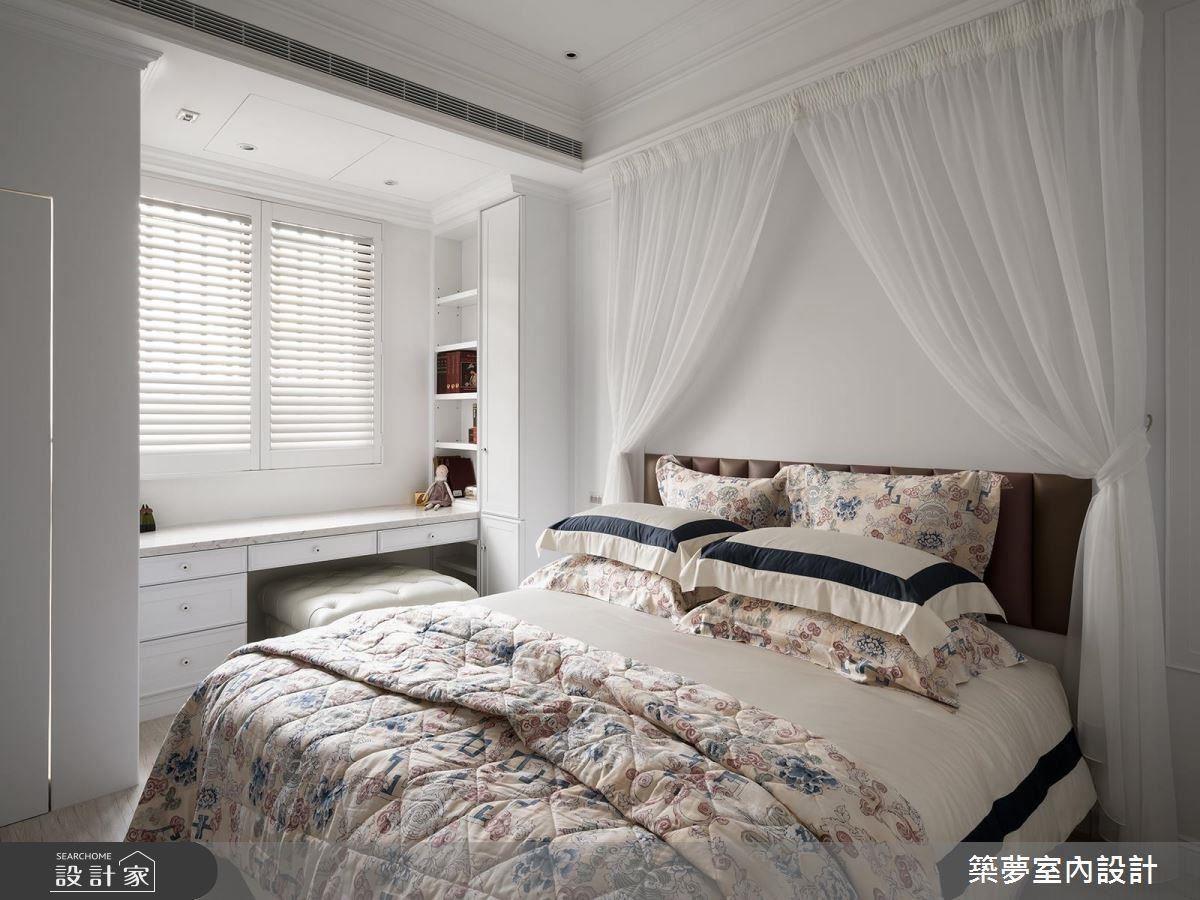 床頭白紗透出女兒閨房的公主氣息,大理石桌面和諧搭配純白主調,鋪陳出高貴氣質。