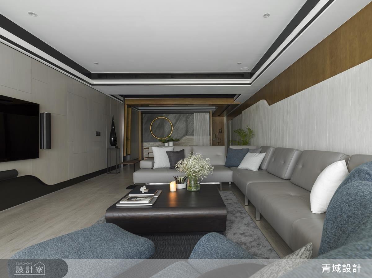 利用現代感的造型弧線為大器、寬敞空間勾勒出氣派感受,更於背牆上方設計燈條,享受日夜光線變化的不同層次。