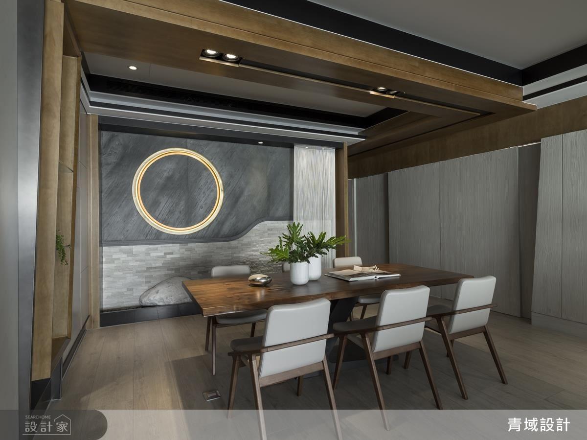 體貼屋主對美感的注重,餐廳捨棄備餐檯機能,改以著重於意象牆設計。以烤金圓框象徵日本精髓的太陽,使日式禪風意象與現代時尚質感同時呈現。