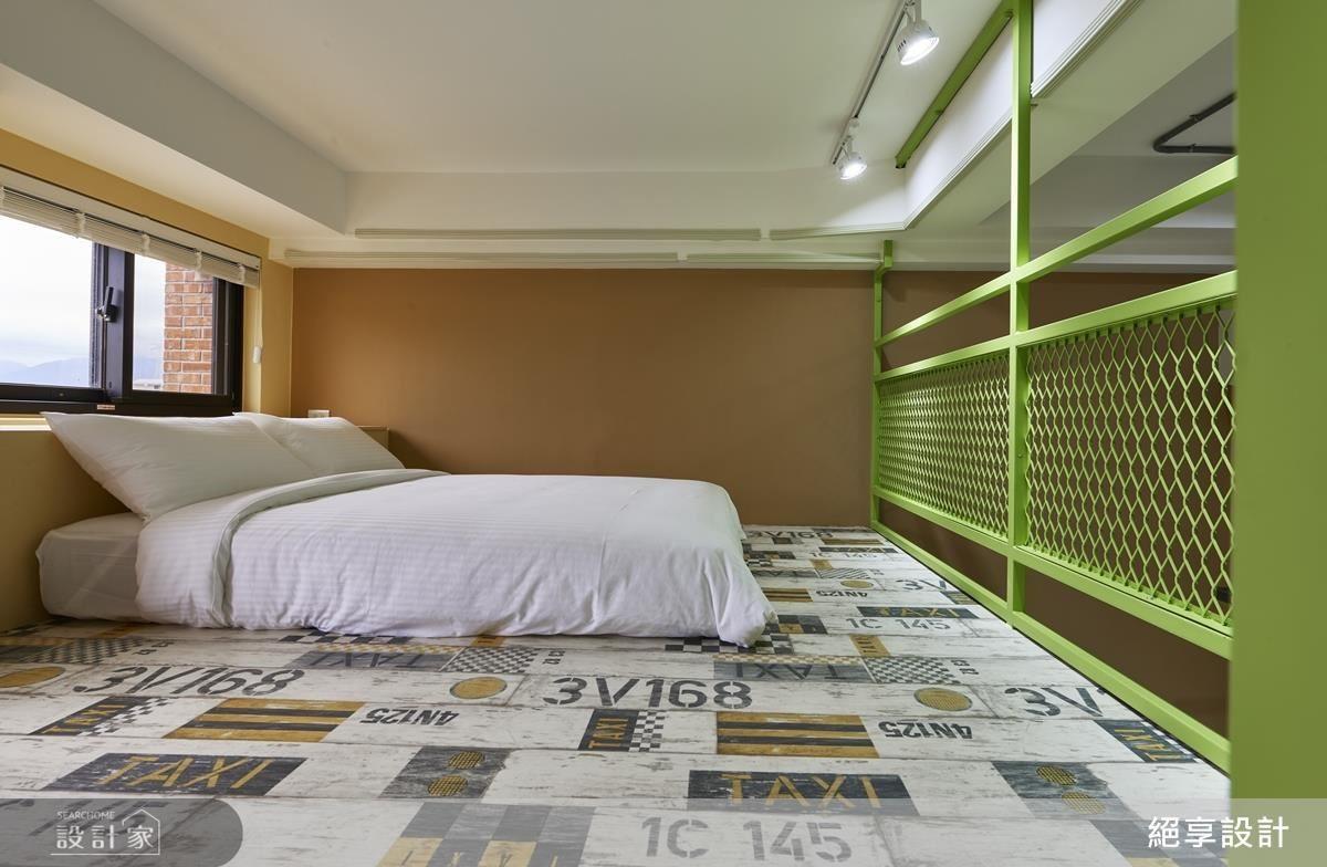 以清新綠調柔和鐵件剛硬感,配上溫暖木橘調為上層休憩睡眠區與下層起居空間注入滿滿活力。