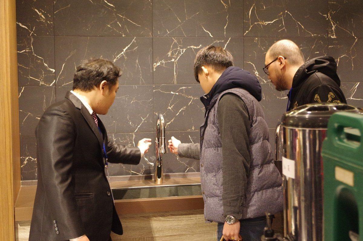 海廷頓無鉛水龍頭在台灣的第一間生活館,於2月1日在台北市仁愛圓環隆重開幕,展示全系列工藝之美產品。