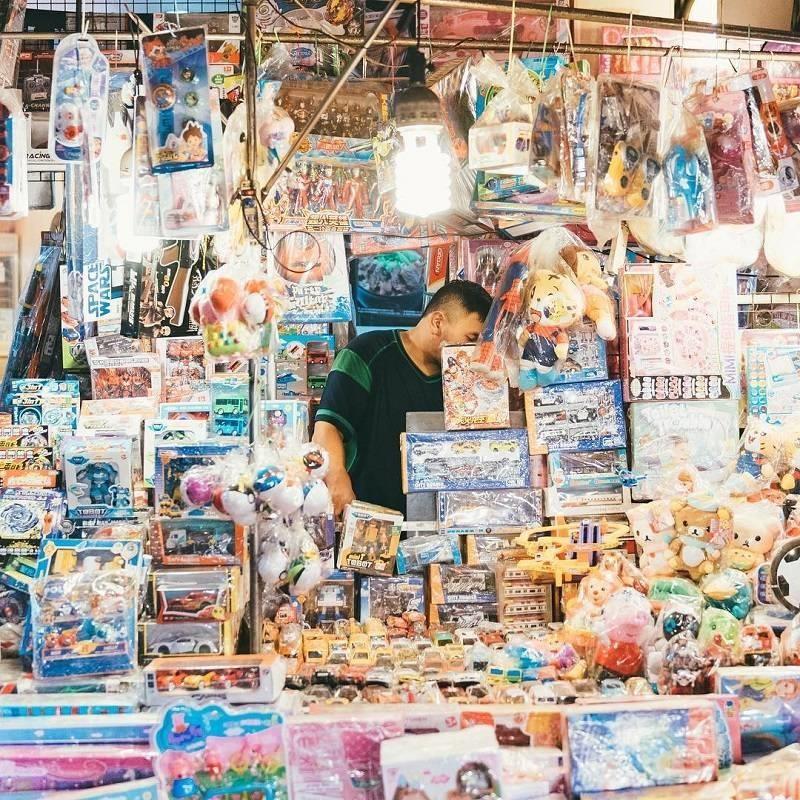 目青認為,台灣的特有街景並不輸日本,因此熱愛在市郊的安靜、祥和街景中揣摩日系元素,是令他最陶醉的探索過程。圖片提供_ @6.21目青
