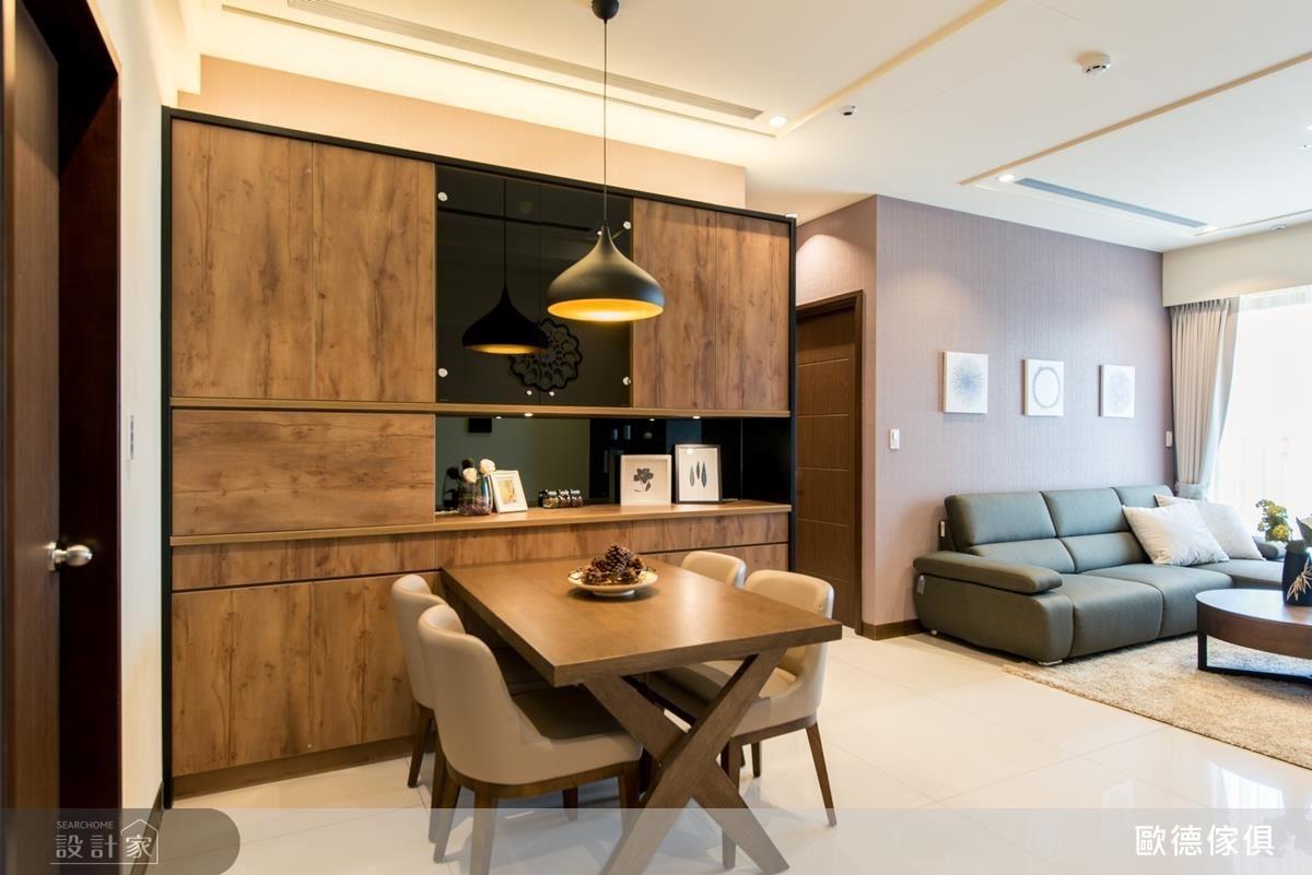 入門玄關端景餐櫃,以深色系統板材搭配黑鏡、黑玻,展現當代家具質感,創造視覺焦點。