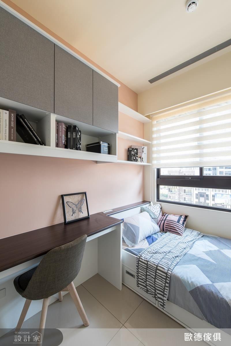小孩房中以年輕、粉嫩的色彩,傳遞出孩童稚嫩、優雅的氣息,搭配量身訂做系統家具櫃體,完善生活使用機能。