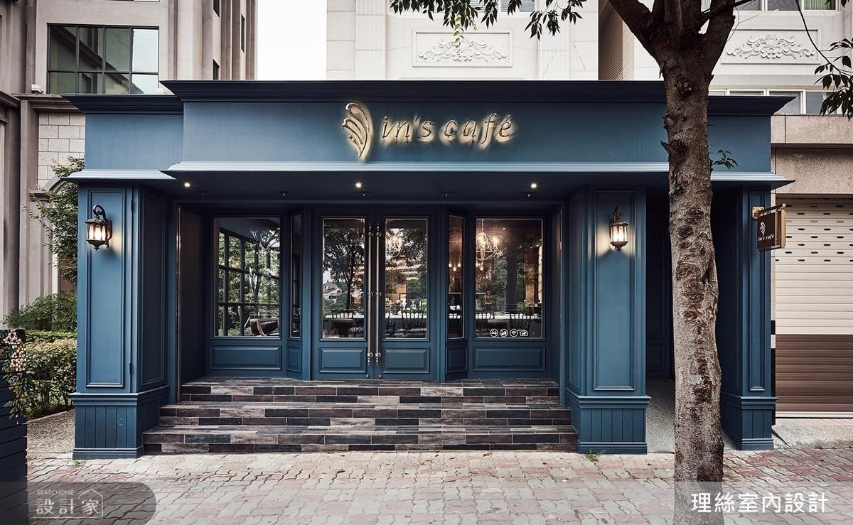 以普魯士藍及對稱線板為咖啡廳營造彷彿置身電影般的法式經典場景。