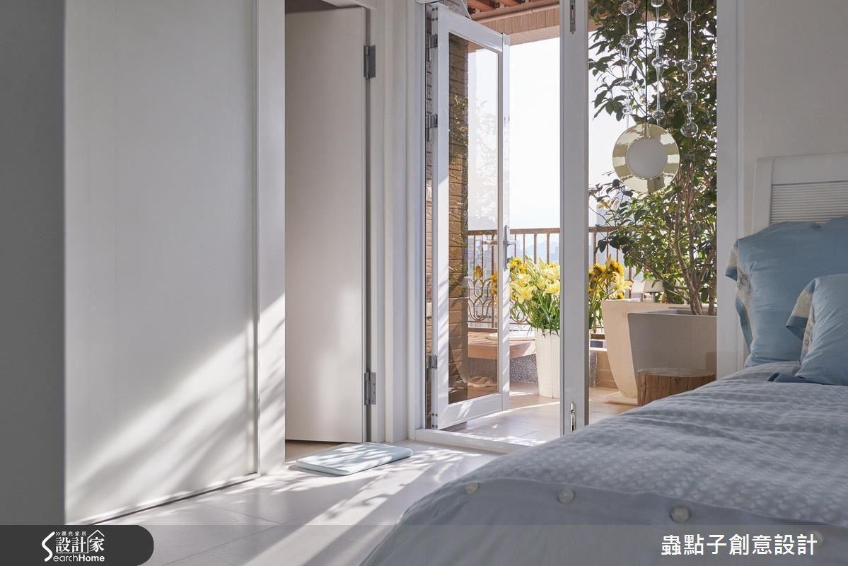 休憩私領域特別於床榻旁,安排可以觀景散心、蒔花拈草的陽台空間,使生活在綠意與光線的圍繞陪伴下,更顯舒適自在。