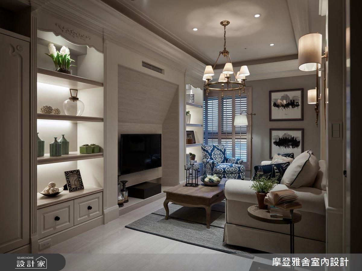 電視牆以洞石質感材質,搭配造型斜面設計,展現現代人文質感。