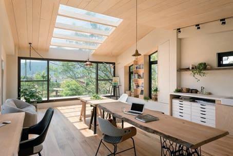 玩味材質:室外牆以白水泥混和稻草 2 樓工作室則在珪藻土內加入稻稈。圖片提供_欣琦翊室內設計