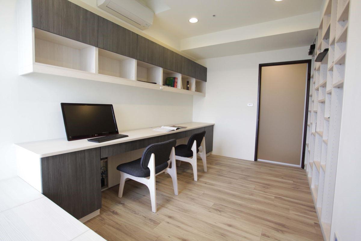 無論搭配文化石或木地板,矮櫃或吊櫃,都能與空間相融。