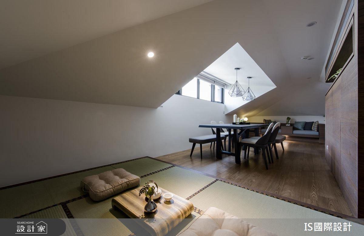 充滿國外度假風情的閣樓,增加長桌供閱讀、品茶,兩側斜頂下方備有沙發和日式榻榻米,坐臥皆宜。