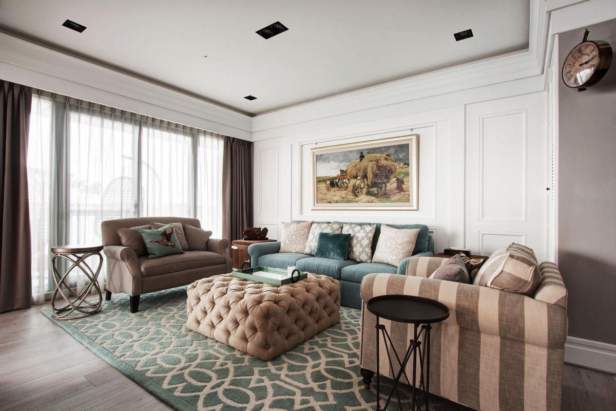 輕柔線板搭配暖色系家具,勾勒出舒適生活場景。