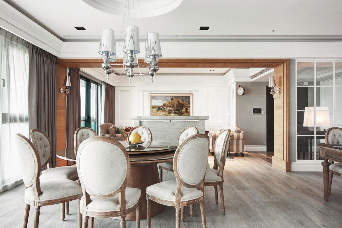 相呼應圓型餐桌與圓弧天花,塑造大器雅致用餐氛圍。