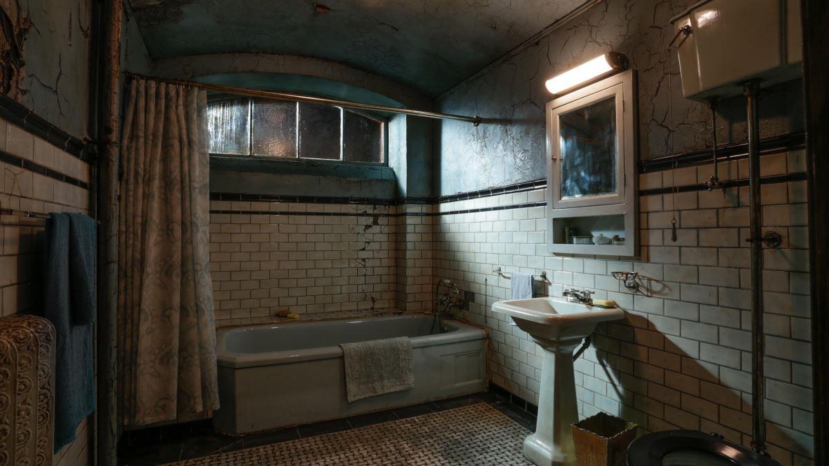 浴室是本片很重要的空間,劇組因要如何將水淹沒這個空間而覺得製作困難。