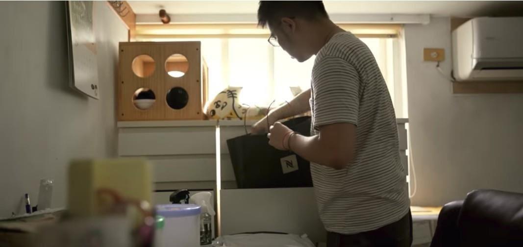 改造前的空間以白色系為主。圖片來源:IKEA X黃阿瑪「後宮的華麗變身」居家改造影片