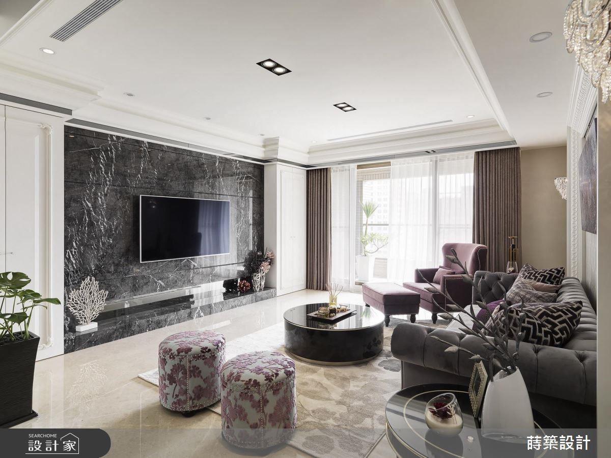 電視牆面選用屋主喜愛的深色質感石材,帶來沉穩內斂氛圍。