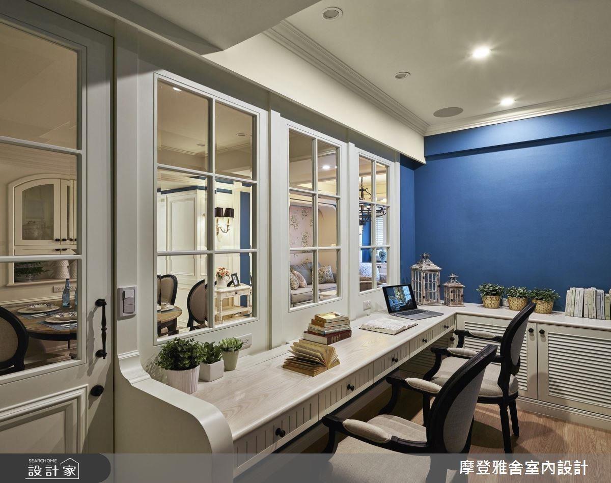 大面通透玻璃隔間,開闊書房視野,串聯場域間的互動與交流。