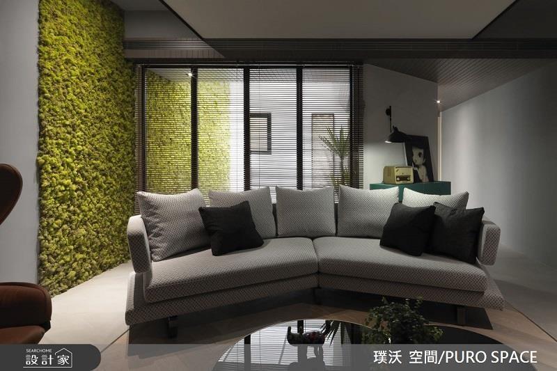 室外延伸入室內的植生牆,將室外綠意活力感延伸入內。>>看完整圖庫