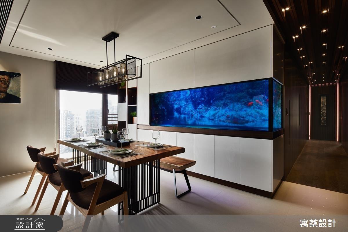 掌握光源優勢,將屋主心愛水族箱配置於空間中心,成為居家各處的美麗端景。